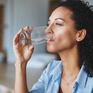 Vontade de comer doce? 6 sinais indicam que você precisa beber mais água…